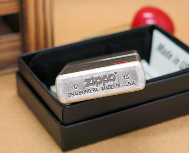 Bật lửa Zippo chính hãng bạc cổ ngôi sao năm cánh đỏ nhẹ